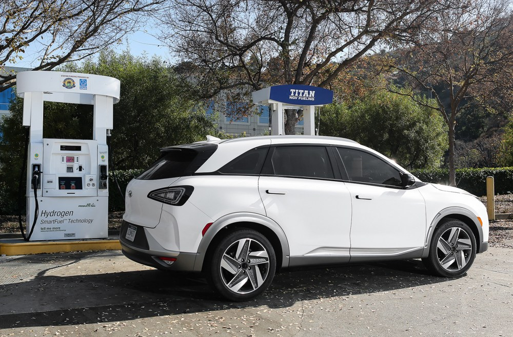 medium resolution of hyundai sets lease terms for nexo fuel cell vehicle makes first delivery