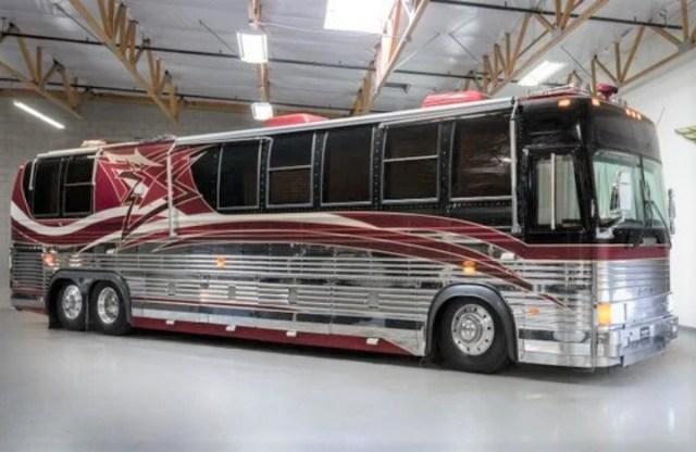 A 1995 Prevost Bus | premiumcoachgroup.com