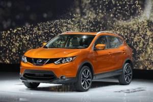 2017 Nissan Rogue Sport vs 2017 Honda HRV: Compare Cars
