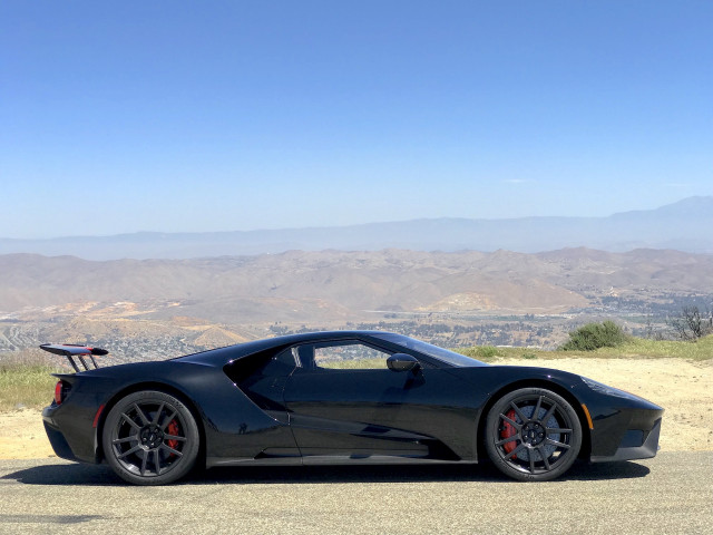 "2018 Ford GT ""width ="" 640 ""height ="" 480 ""data-width ="" 1024 ""data-height ="" 768 ""data-url ="" https://images.hgmsites.net/lrg/2018-ford-gt_100676091_l .jpg"