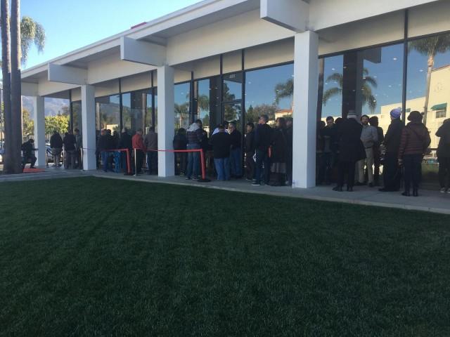 Buyers waiting to reserve Model 3 electric car, Tesla Store, Santa Barbara, CA [photo: David Noland]