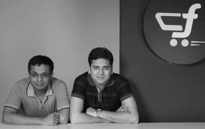10 हजार में शुरू की थी कंपनी- इंडियन इंस्टिट्यूट ऑफ टेक्नोलॉजी दिल्ली से पढ़ाने करने वाले सचिन और बिन्नी ने फ्लिपकार्ट की शुरुआत अक्टूबर 2007 में की थी. शुरू में इसका नाम फ्लिपकार्ट ऑनलाइन सर्विसेस प्राइवेट लिमिटेड था. इतना ही नहीं, ये सिर्फ बुक्स सेलिंग का काम करते थे. दोनों इस कंपनी को शुरू करने से पहले अमेजन डॉट कॉम के साथ काम कर चुके थे. सचिन और बिन्नी बताते हैं कि दोनों ने सिर्फ 10 हजार रुपए से अपनी कंपनी को शुरू किया था, जो आज 2000 करोड़ डॉलर यानी 1.32 लाख करोड़ रुपये की कंपनी हो गई है.