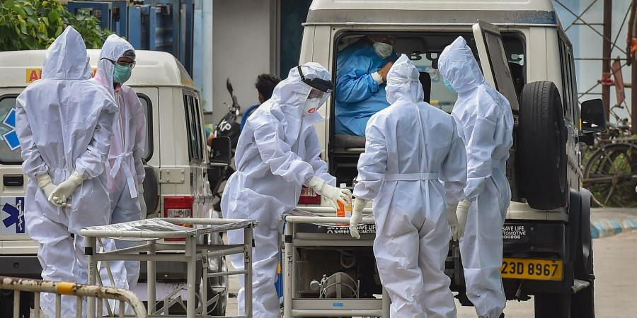 করোনায় মৃত্যু: রবিবার ২৪ ঘণ্টায় করোনায় (Coronavirus) মৃত্যু সংখ্যা ৪৪৭। ফাইল ছবি : পিটিআই (PTI)