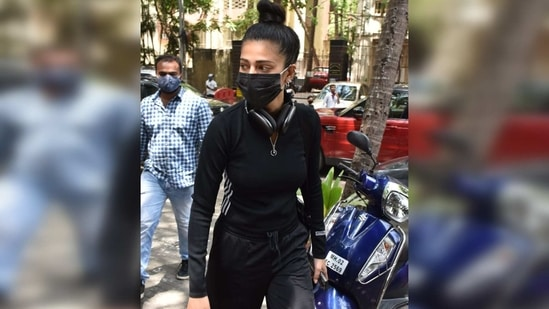 For her outing, Shruti wore a black face mask that matched her outfit and tied her hair in a tight top knot.(Varinder Chawla)
