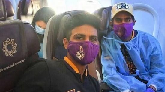 केकेआर के बल्लेबाज शुभमन गिल (आर) और गुरकीरत सिंह (एल) रविवार को सनराइजर्स हैदराबाद के खिलाफ अपने शुरुआती मैच के लिए चेन्नई (केकेआर / इंस्टाग्राम) पर उतरेंगे।