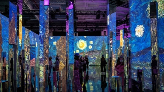 """People attend a media preview of the """"Immersive van Gogh"""" exhibit at Pier 36 on May 26, 2021 in New York City. - (AFP)"""