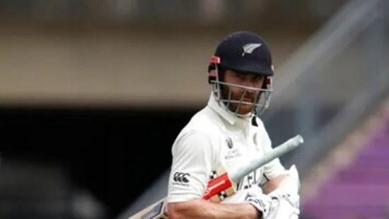 न्यूजीलैंड के कप्तान केन विलियमसन ने वापसी की, लेकिन इशांत शर्मा ने उन्हें 49 रन पर आउट कर दिया। (एपी)