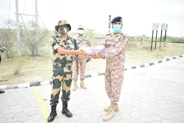 भारतीय सेना के पाकिस्तानी सेना के प्रतिनिधियों को शांति और सद्भाव की शुभकामनाएं और शुभकामनाएं दी गईं।  (स्रोत)