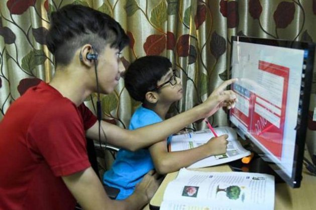 Online classes leading to stress, eye problems in children, say parents -  Hindustan Times