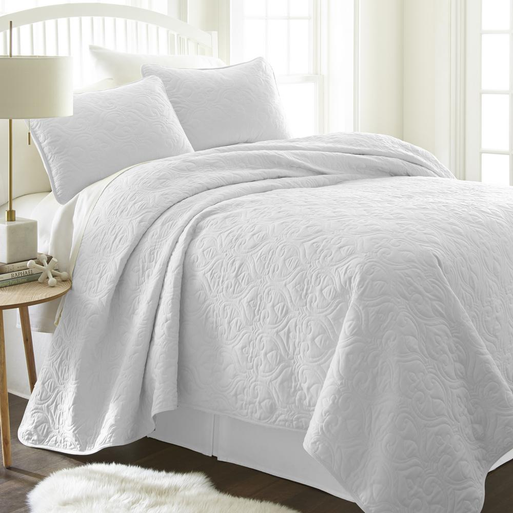 becky cameron damask white microfiber king performance quilted coverlet set ieh qlt da k wh the home depot