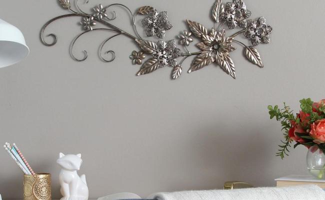 Stratton Home Decor Floral River Bend Metal Wall Decor