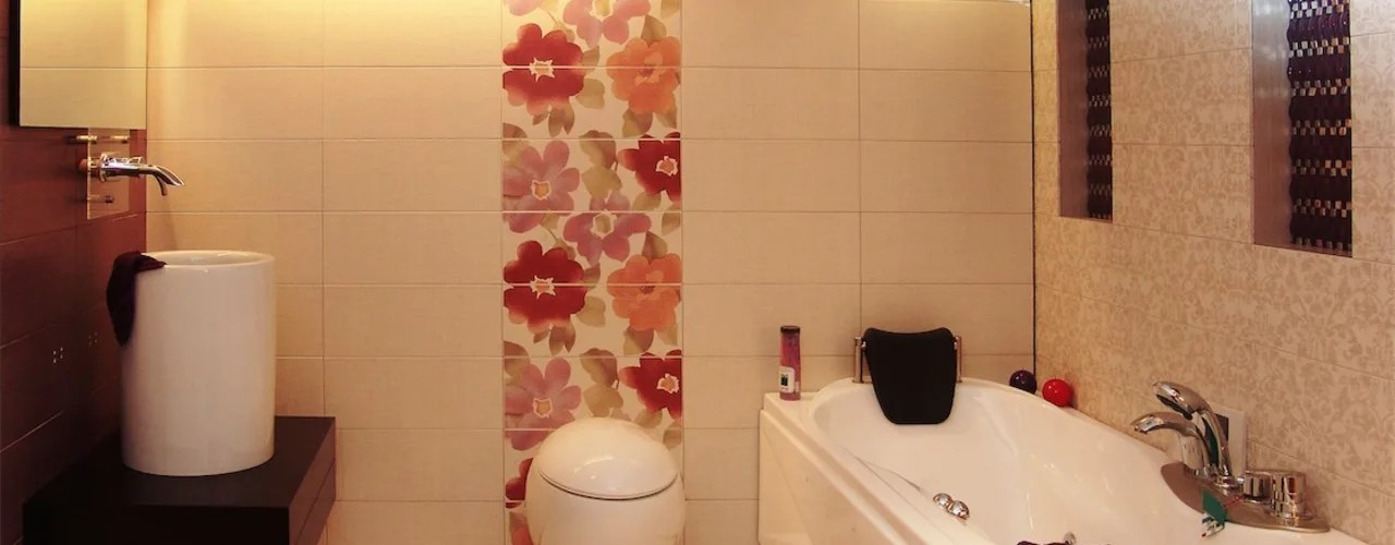 Patrick edmiston, photo courtesy of everitt & schilling tile co. Small bathroom tile ideas for Indian homes | homify