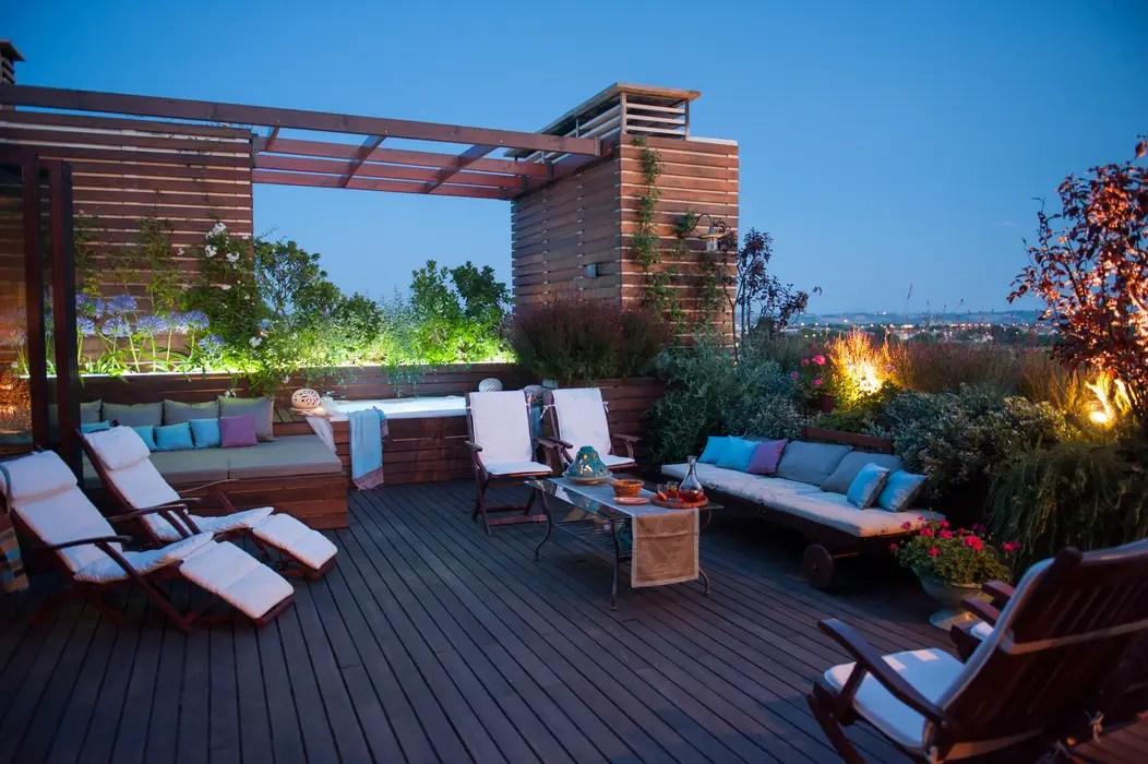 Una terrazza tutta da vivere tetto piano in stile di giardini giordani  homify