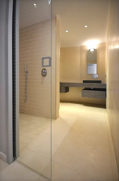 salle de bains avec porte a galandage