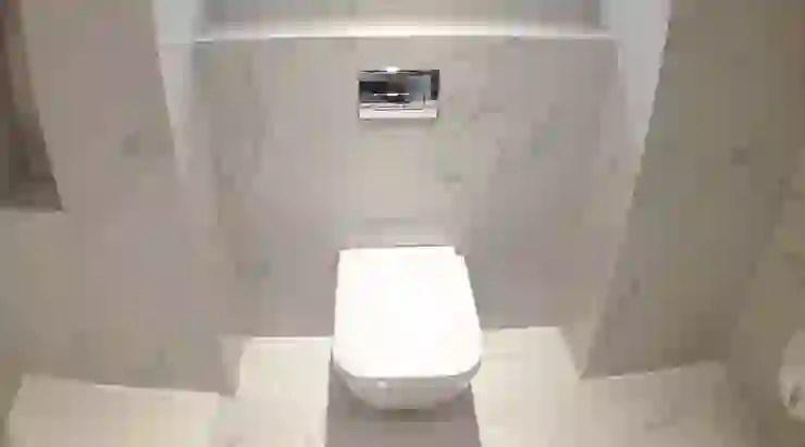en suite bathroom with carrara marble