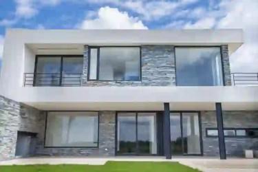 Fachadas de casas modernas en Argentina que son deslumbrantes homify