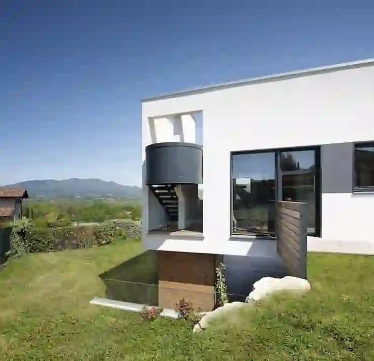In legno con facciata intonacata, sia in stile moderno che tradizionale. Villa In Legno Moderna A Varese Homify
