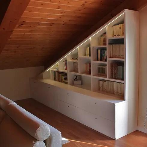 Libreria sottotetto di Universo Legno  homify