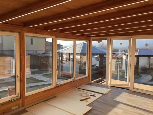 Veranda in legno a taglio termico di SVITAVVITA  homify