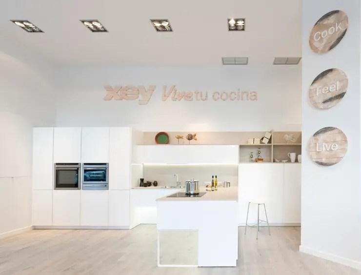 Cocinas sin tirador de XEY por XEY Corporacin Empresarial