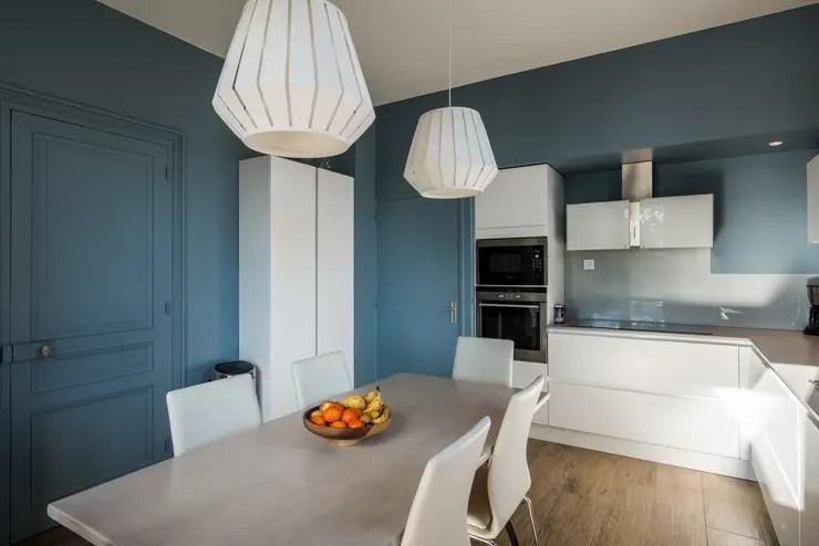 Cuisine contemporaine et douce maison bourgeoise par Pices didentit  homify