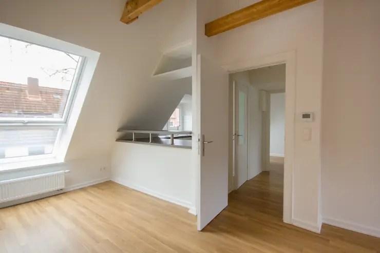 Wielka transformacja niemodnego mieszkania na poddaszu