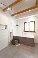 Badsanierung Schickes Wohlfühlbad mit viel Holz und ...
