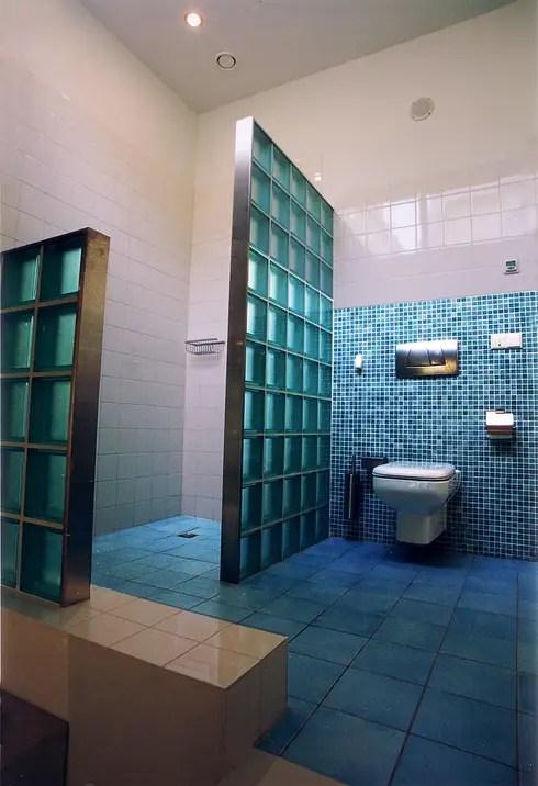 10 inspirerende ideen voor glazen tegels in je badkamer