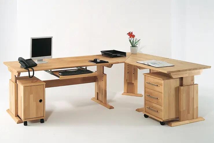 Una scrivania angolare per fare bello lufficio