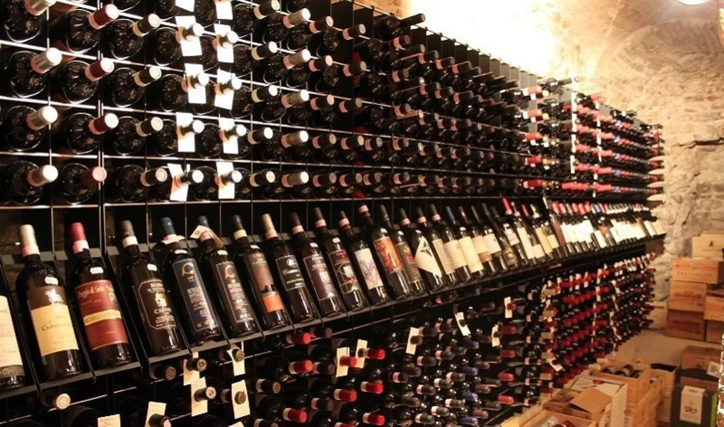 Arredamento Esigo per enoteca e punto vendita vino di