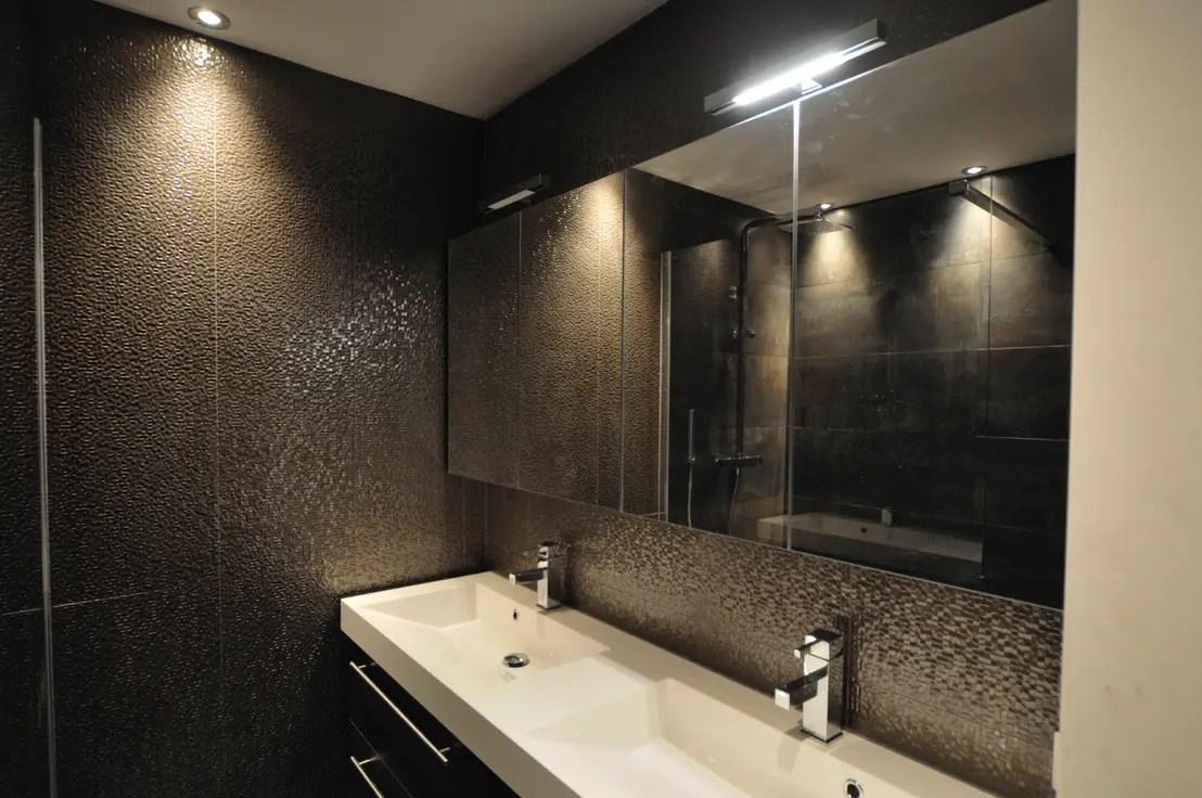 Stijlvolle kleine badkamer in Amsterdam door AGZ badkamers