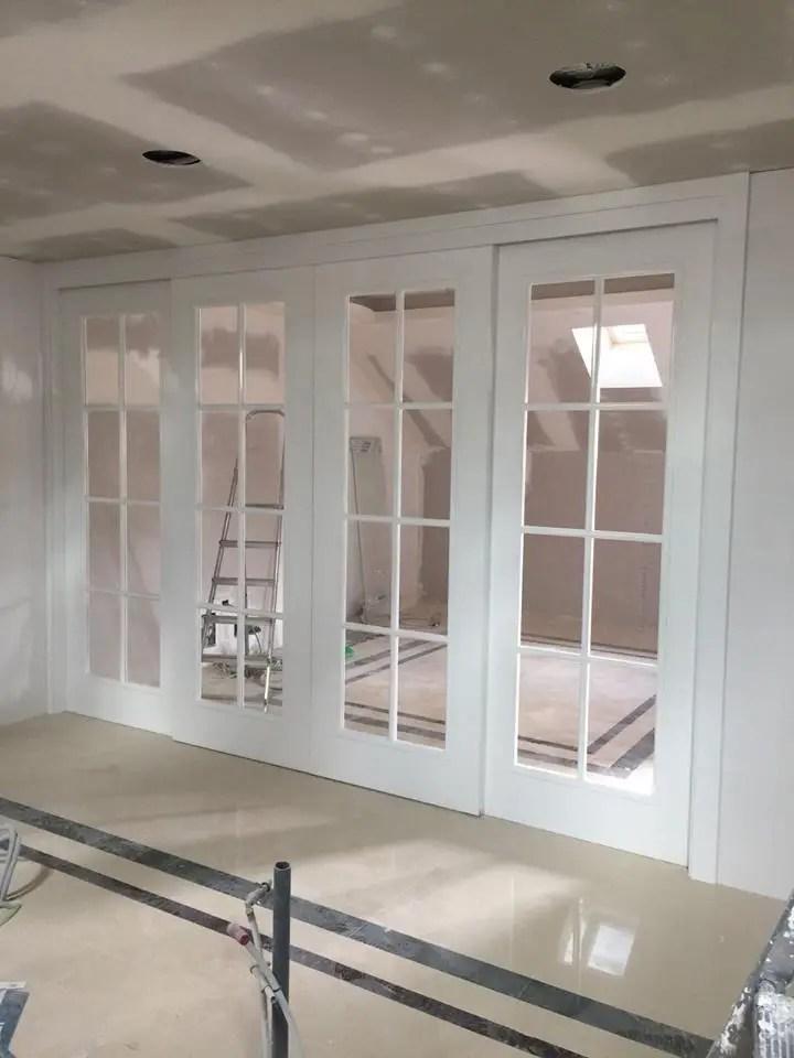 Puertas francesas de alto brillo blancas correderas de Maderas y Chapas  homify