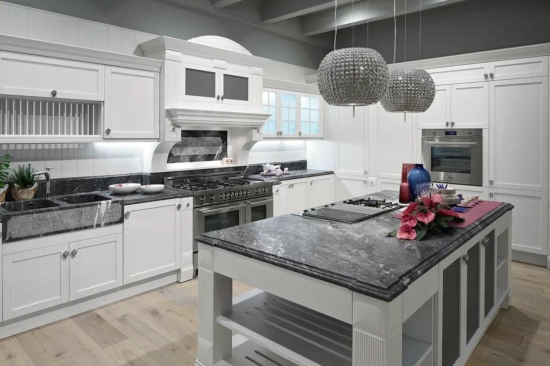 Anche i pensili per cucina sono ergonomici