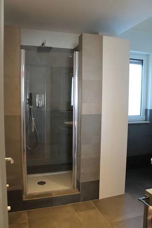 Idee per il bagno via la vasca per un box doccia moderno