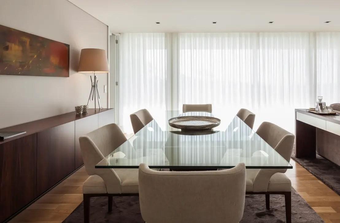 Il tavolo in cristallo raffinato ed elegante