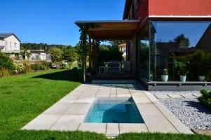 7 geniale kleine Pools, die in jeden Garten passen