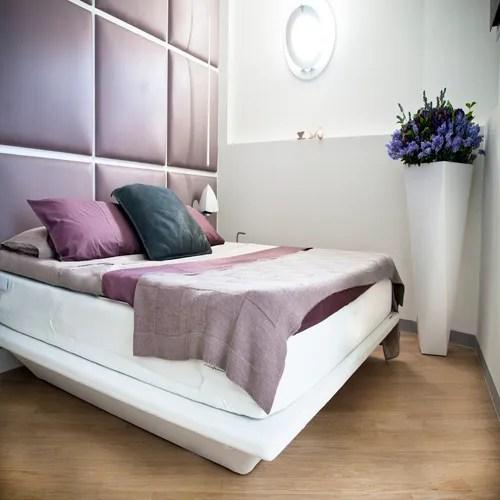 Nuova idea per dipingere la parete dietro il letto camera da letto lilla camera da letto colorata arredamento camera da letto rosa. Viola Lilla E Ciclamino Per Una Camera Da Letto Moderna Homify