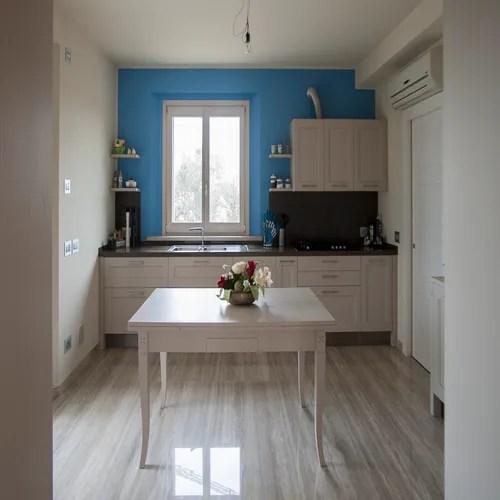 Colorare anche una sola parete di una stanza può produrre diversi effetti visivi a seconda delle modalità. 12 Fantastici Esempi Per I Colori Della Cucina Homify