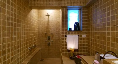12 Super Tiny Bathrooms That Look Bigger Than They Are