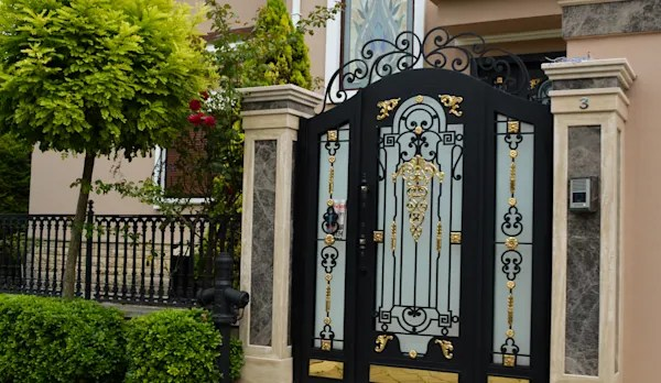 14 Fantastic Entrance Gate Ideas For Your Home