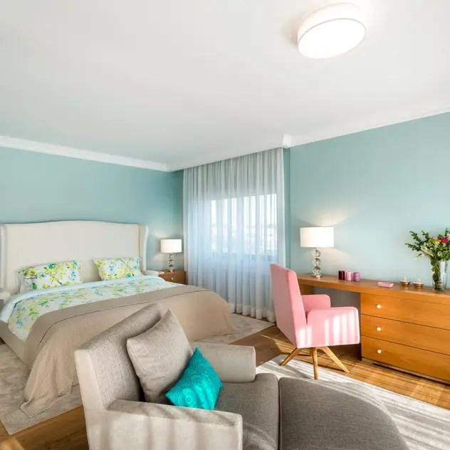Camera da letto in stile in stile Moderno di Stoc Casa Interiores