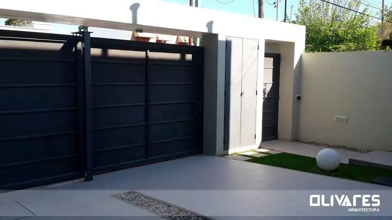 15 puertas y portones para proteger tu casa con estilo