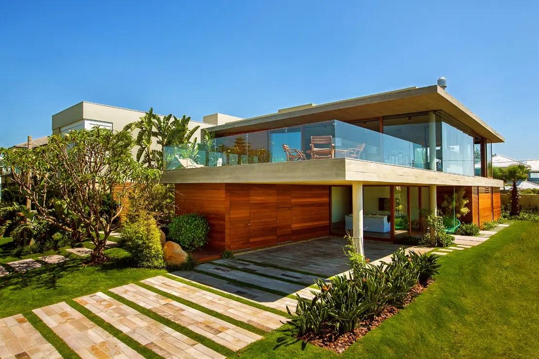 21 casas com varandas que definem suas fachadas