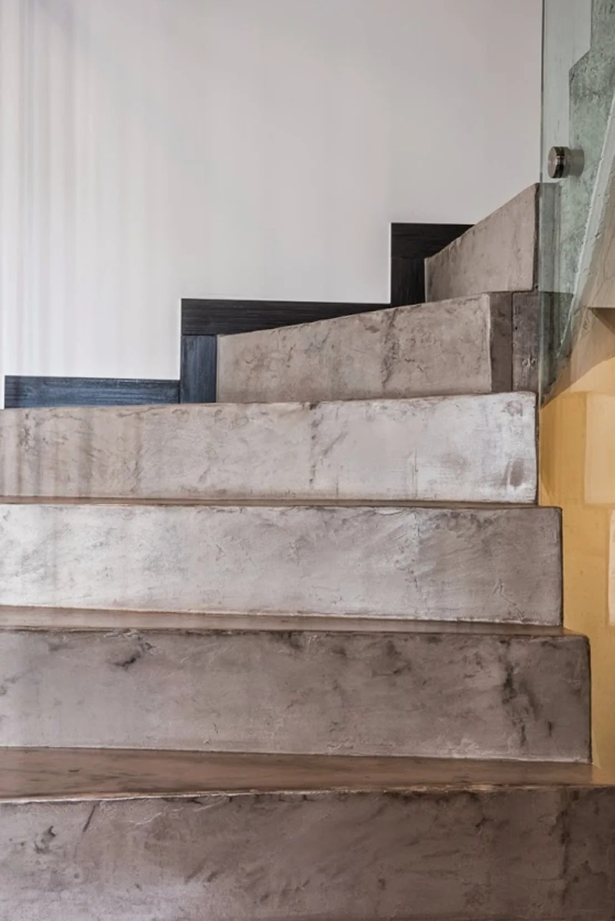 Microcemento en escaleras de Topciment Microcemento  homify