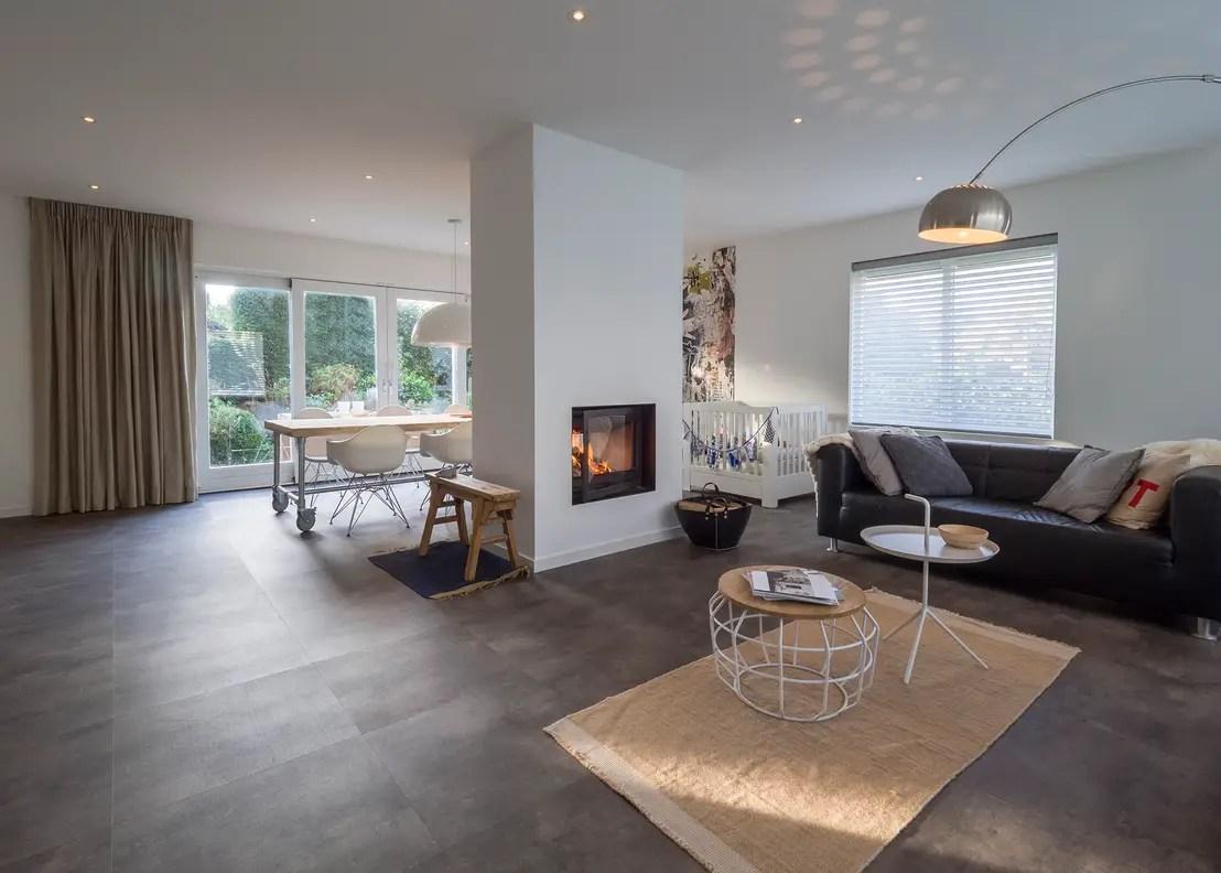 Modern  sfeervol interieur in vrijstaande woning door By