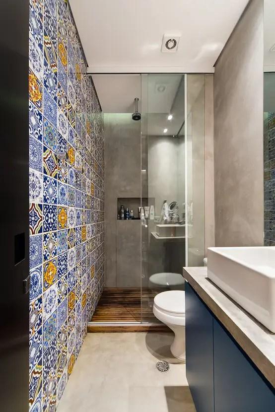 6 dicas para mobiliar um banheiro estreito