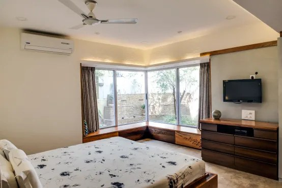 What are some small bedroom design and storage ideas for ...