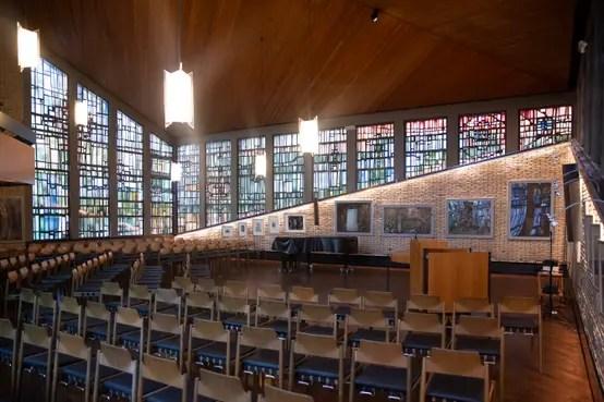 Effektvolle Akzentbeleuchtung Einer Kirche In Essen