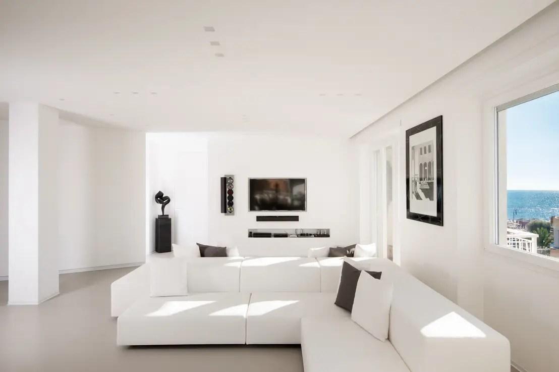 Un appartamento dallo stile total white