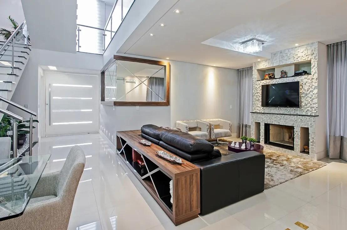 12 salas com lareira para aguentar o frio do Brasil